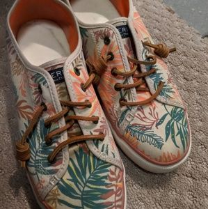 Vacation print Sperry's Size 10